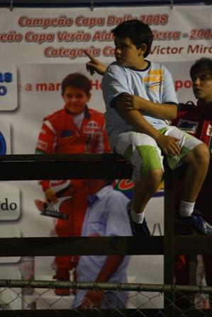 Foto: Maurício Vilela. Victor observando a última etapa da Granja Viana (4a etapa). Atrás seu Box já está montado para a próxima etapa