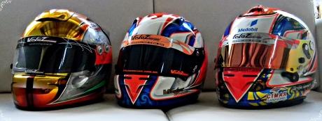 Da esquerda para direita os capacetes de 2009/10, 2011/12 e 2013
