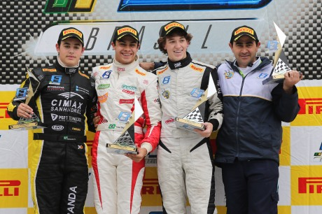 F3 DOM 0004_podio