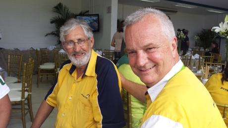 A esquerda o Sr. Ferreirinha preparador de motores da Formula 1 por muitos anos e a direita Darcio dos Santos proprietário da equipe PropCar